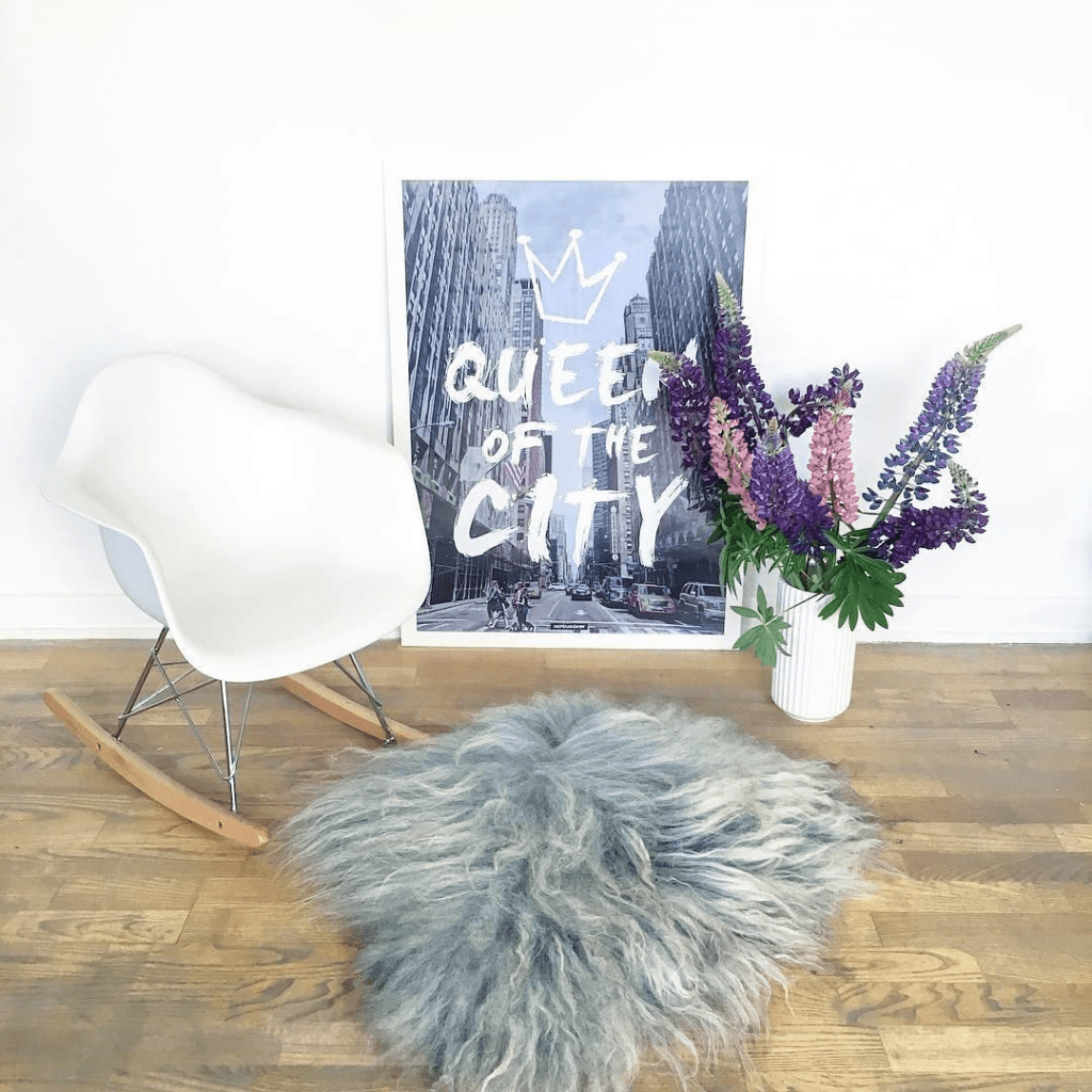 Queen City plakat - tekst og by