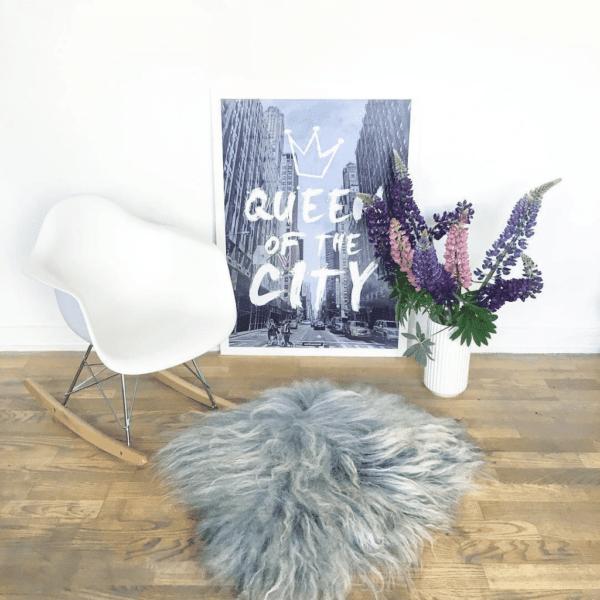Queen City plakat - tekst og by