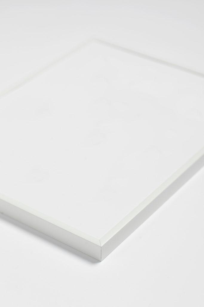 hvid-aluminium-ramme-kasperbenjamin