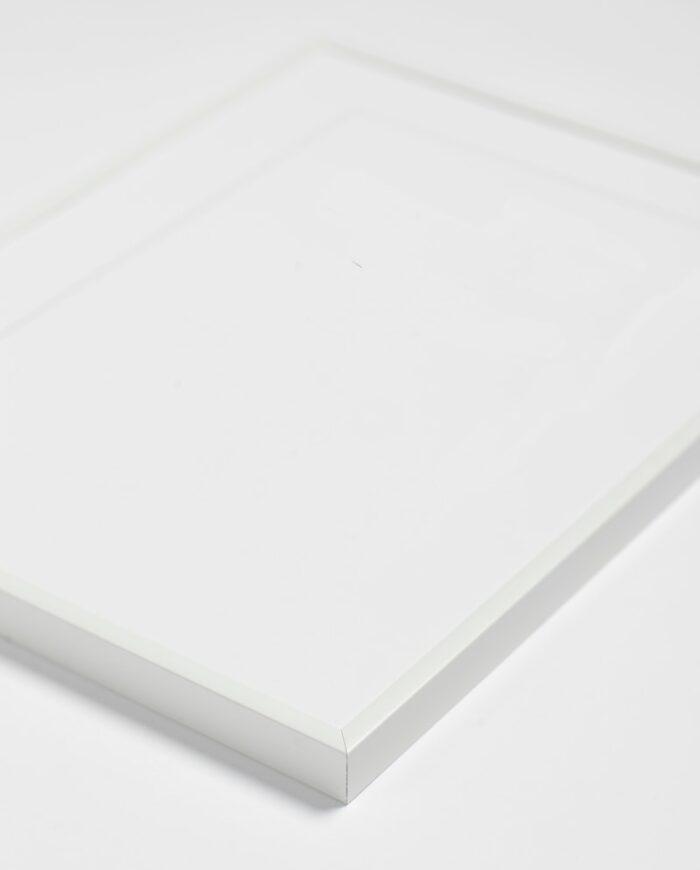 Hvidmalet aluminium ramme