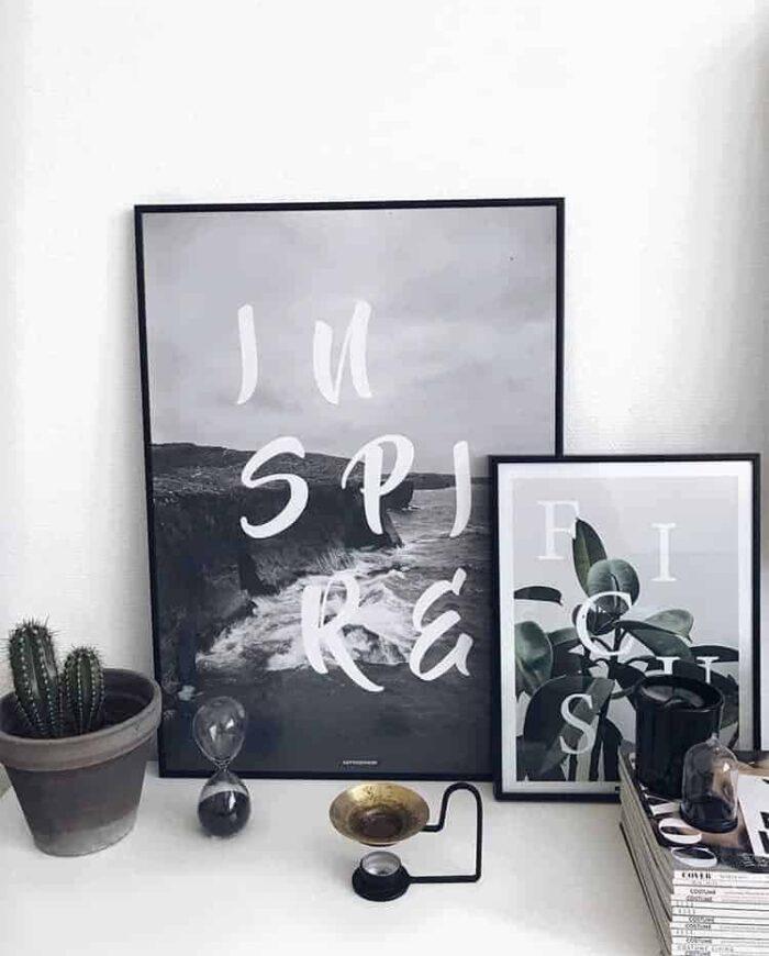 Sort hvid plakat design med tekst