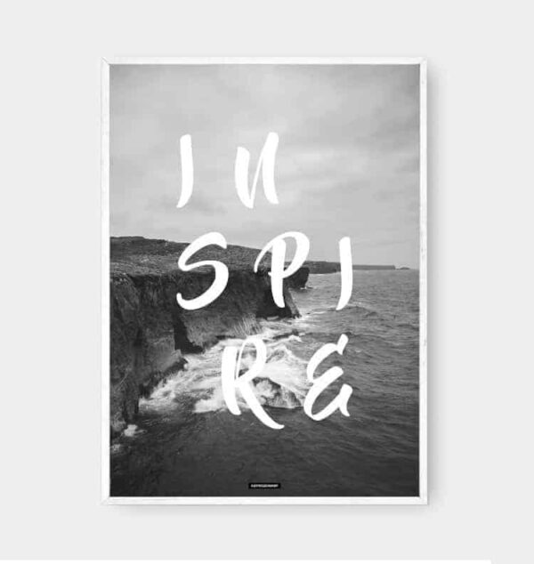 sort-hvid-tekst-plakat-hvid-ramme-inspire
