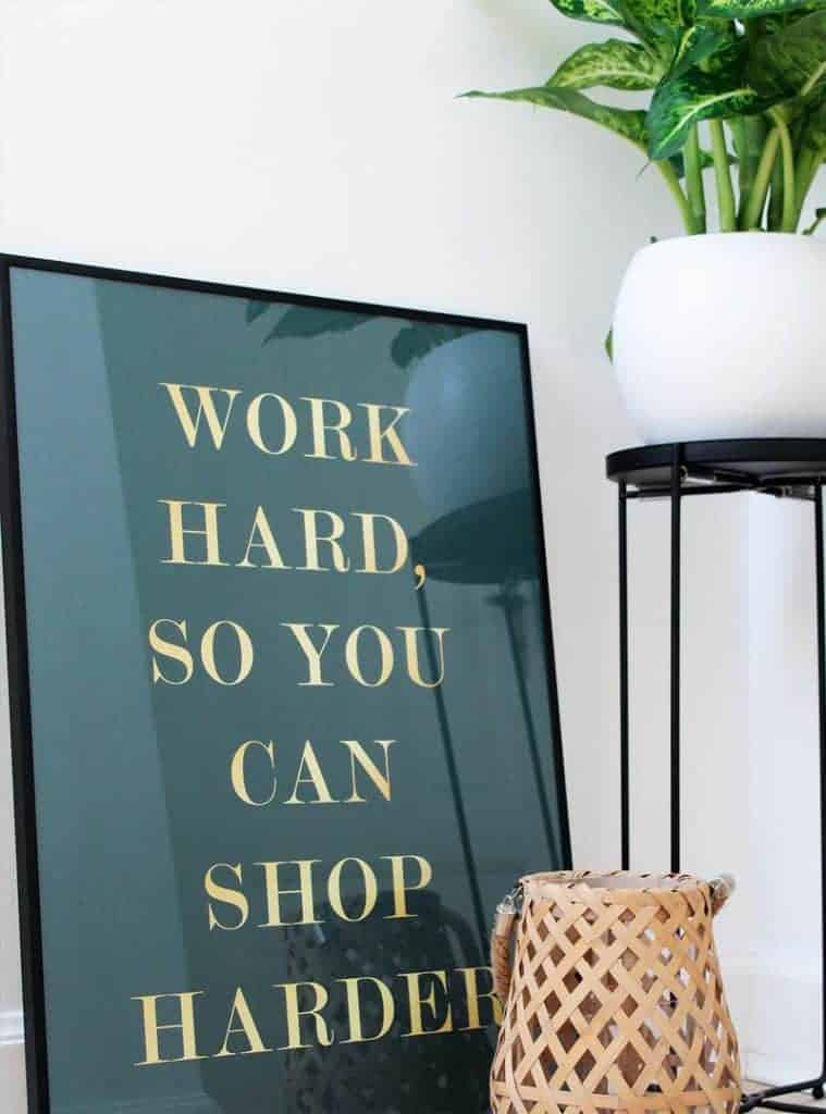Shopping plakat med guld tekst - Shop Harder plakat