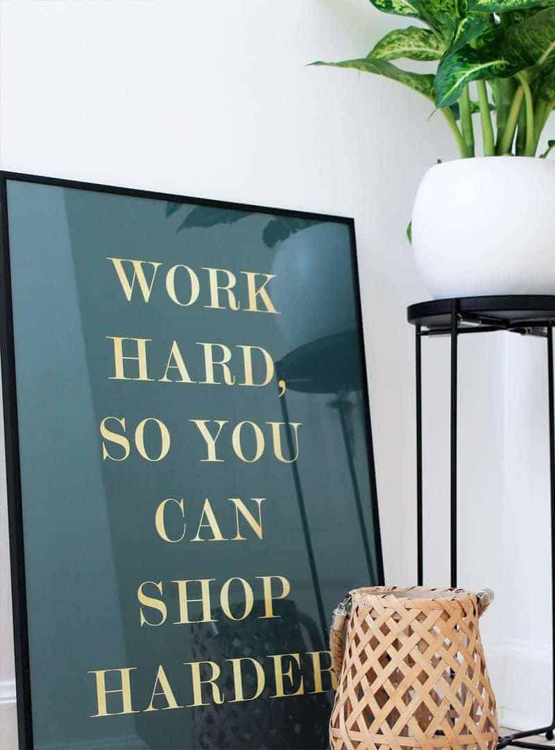 Shopping plakat med guld tekst - Shop Harder plakat