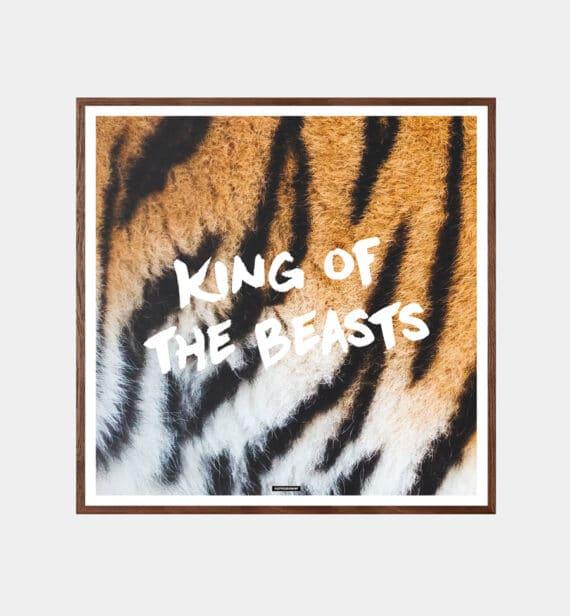 king of the beasts - dyremotiv med løvepels og tekst