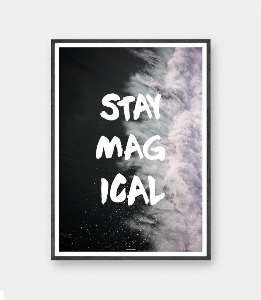 Stay Magical plakat med sort aluminium ramme