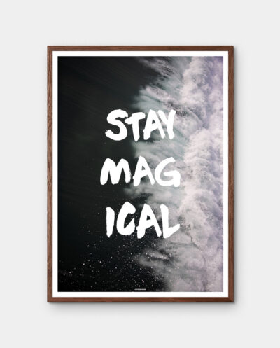 Stay Magical plakat med mørk egetræ ramme