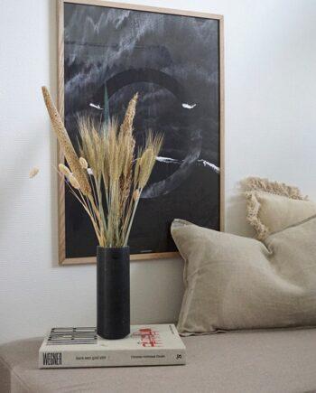The Beach plakat i stuen over sofa i lys egetræ ramme