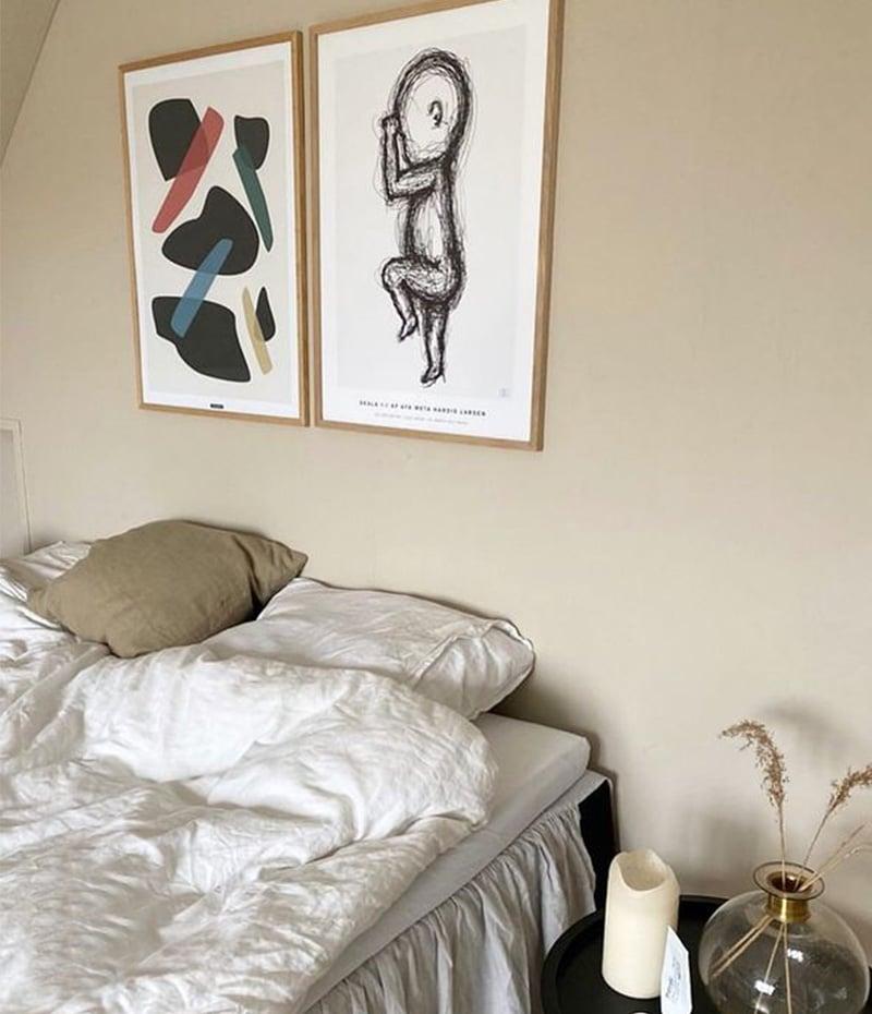 Drops of black plakat i soveværelset