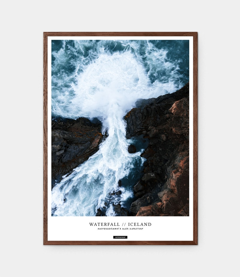Waterfall plakat med mørk egetræramme